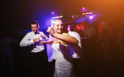 6 Dance Moves You See At Every Irish Wedding